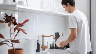 Naine imestab: miks on meestel nii absurdne suhtumine kodu koristamisse?