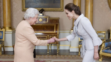 ÜLEVAADE | Marilyn Monroest Angelina Jolie'ni välja — milliseid rõivaid on staarid kuninganna Elizabethiga kohtudes kandnud?