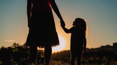 Naine kasvatab last, mees toetab vaid rahaliselt. Lähitulevikus sünnib aina rohkem kokkuleppelapsi läbi eriskummalise teenuse