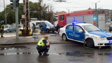 Kui politseiauto teeb avarii, uuritakse alati ka juhi väsimust. Kuna paljud politseinikud rabavad pere toitmiseks ka mõnel teisel töökohal, tekib kurnatus kergesti.