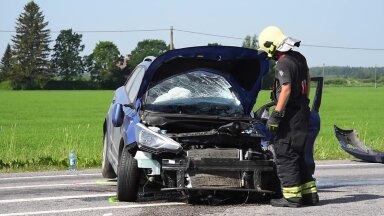 FOTOD ja VIDEO | Järvamaal põrkasid kokku veok ja sõiduauto, kaks inimest said viga