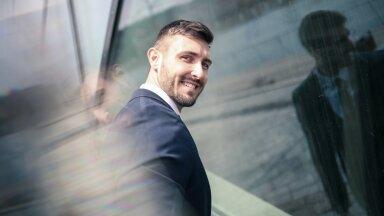 Виртуальный кинжал в спину коллеге: как ответственность и исполнительность пробуждают в человеке самое плохое