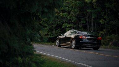 Illustratiivse tähendusega pilt Tesla autost Model S (Foto: Unsplash.com / Jp Valery)