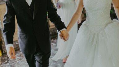 Что подарить на свадьбу? Можно ли прийти в белом? Эстонский эксперт по этикету объясняет неписаные правила свадебной вечеринки