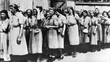 SILMITSI JUBEDA MINEVIKUGA: Naisvangid Auschwitz-Birkenau koonduslaagris.