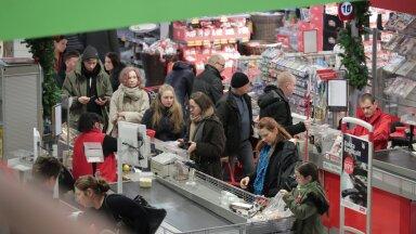 Pidevalt tööjõukriisis vaevlevad jaeketid ootavad leevendust peagi kehtima hakkavast muutuvtunnilepingust, mida just nende sektoris Eestis esimesena katsetama hakatakse.