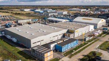 Ramirent Modular Factory AS-i tehases Rae vallas valmib 12 000 ruutmeetri suurusel katusealusel tootmispinnal 1500 majamoodulit aastas.