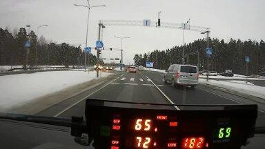 VIDEO   Vene turist kihutas Pärnus oma Mercedese roolis 182 km/h. Karistuseks 10 päeva aresti