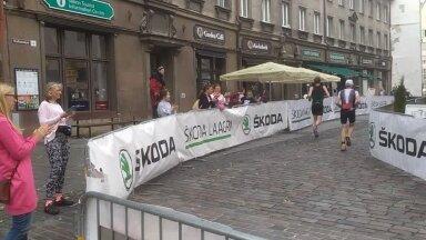 ВИДЕО   Смотрите, как проходит беговой этап таллиннского триатлона Ironman в Старом городе