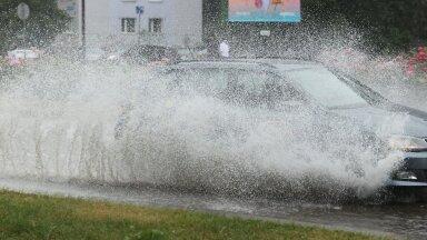 Tallinna tänavad täitusid tulvaveega.