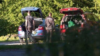 Paldiski päästjad panid päästetöödeks vajalikud asjad autosse, et suunduda Keila komandosse.