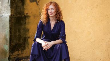 Radikaalse maailmaparajandaja Maarja Jakobsoni leebumine: ma poleks kindlasti hallis hõlstis, vaid just Versace kleidis!