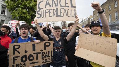 Fännid Superliiga vastu protestimas