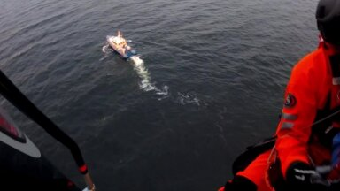 VIDEO | Päästeoperatsioon: piirivalve tõttas appi purjetajatele, kelle alus Keri saare lähistel ümber läks