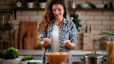 Kasulikud nipid teevad elu köögis hõlpsamaks. Millega asendada pähkleid retseptis ja neutraliseerida toidulõhna toas?