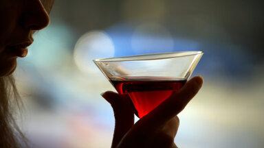 29aastase naise võitlus alkoholismiga: ema sai aru, et mul on probleem, aga lootis, et kasvan välja
