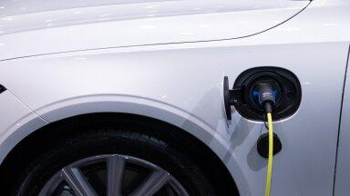 Elektriautode ja hübriidide müük on Eestis kahekordistunud, bensiiniautode populaarsus langeb