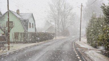Viljandimaale saabus tihe lumesadu