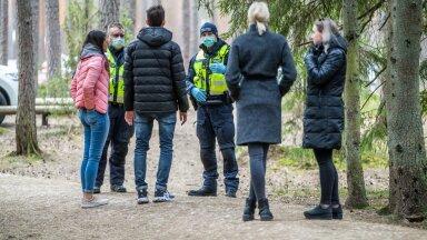 Kevadise eriolukorra ajal läksid inimesed nii massiliselt matkaradadele, et politsei pidi paluma neil distantsi hoida.