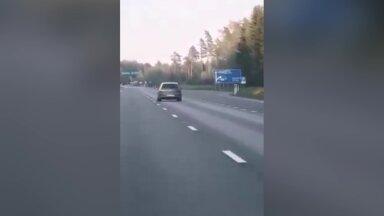 VIDEO | Julged kaasliiklejad peatasid omal käel arvatavas narkojoobes autojuhi