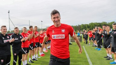 Suure spordirahva poolakate lootused on järgmistel nädalatel Robert Lewandowski õlul.
