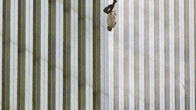 """""""Kukkuv mees"""" - Põhjatornist surma poole lennanud mees näitas ameeriklastele, mida nad näha ei tahtnud"""