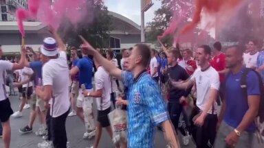 REUTERSI VIDEO | Pidu Wembleyl käib hommikust saadik. Mis neist inglastest niimoodi õhtuks järgi jääb?