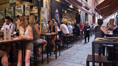 Toidunautlejad Bologna tänavarestoranis