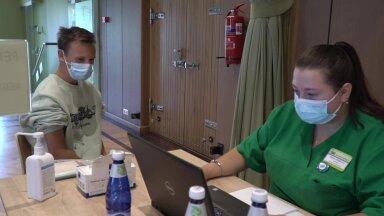 """ФОТО И ВИДЕО   """"Хочу путешествовать"""". В нарвском """"Ругодиве"""" открыли постоянный пункт вакцинации без регистрации"""