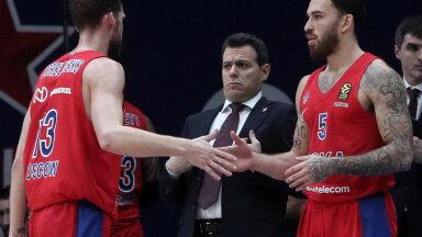 Dmitrios Itoudis (keskel) ja Mike James (paremal)