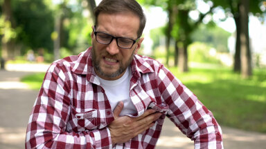 Süda võib hakata ägedalt taguma, kui oled joonud liiga palju kohvi või püüad suitsetamist maja jätta.