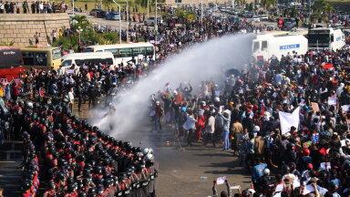 VIDEO | Myanmaris kasutas politsei tuhandete streikijate vastu veekahurit