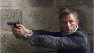"Daniel Craig filmis ""Veidi lohutust""."
