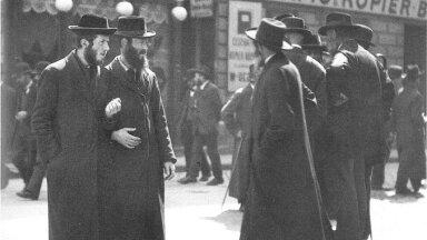 """Ortodokssed juudid fotolt, mis pärineb aastast 1915 (Foto: Wikimedia Commons / Franz Hubmanni raamat """"Das k.u.k. Photoalbum"""")"""