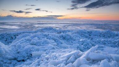 Pärnu lahe üks varajane kevadekuulutaja on randa saabuv rüsijää, mis moodustab tihti ka hiiglaslikke mäeahelikke.