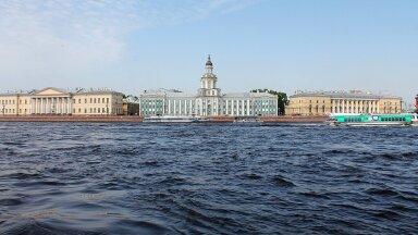 Губернатор Петербурга объявил о введении новых ограничений по COVID-19