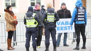 Protestijad Toompea lossi ees