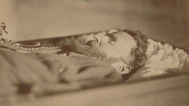 Jakobson maeti nädalapäevad pärast tema surma. Paljude eestlaste meelest jäi rahvuslik liikumine seejärel ilma õige juhita (Foto: C.R. Jakobsoni talumuuseum)