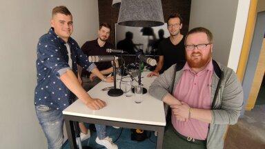 Fotol: Kevin Saar, Jörgen Vanamõisa, Karl Rinaldo ja Uku Rummi Manta Maja stuudios.