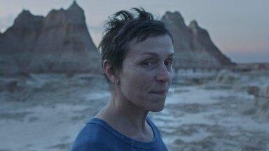 """Frances McDormand pälvis peaosa eest """"Nomaadimaas"""" oma kolmanda kuldmehikese."""