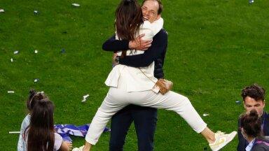 Londoni Chelsea peatreener Thomas Tuchel koos perekonnaga Meistrite liiga võitu tähistamas.
