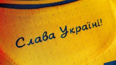 """Loosung """"Au Ukrainale!"""" Ukraina koondise särgil."""