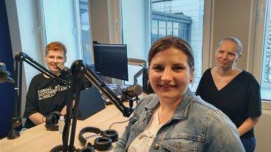 Vasakul saatejuht Sabina Sägi, MTÜ Vanem Vend, Vanem Õde tegevjuht Maari Ernits ja Tartu ülikoolis Erasmus+ kaasasmisprojekti vedav Heidi Maiberg.
