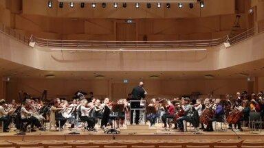 Sümfooniaorkestri proov EMTA uues kontserdisaalis
