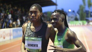 Caster Semenya (vasakul) ja Francine Niyonsaba ei saa oma kõrge testosteroonitaseme tõttu Tokyos võistelda.