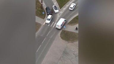 VIDEO | Mustamäel klaariti keset sõiduteed rusikatega arveid
