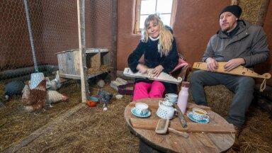 Kanadel on kuldne elu – Laura ja Janek mängivad aeg-ajalt neile kannelt.