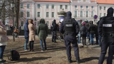 VIDEO | Toompea meeleavaldus politsei silme läbi: meeleavaldaja tahtis korrakaitsja valjuhääldi mikrofoni rääkida