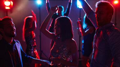 KÜSITLUS   Kust jookseb piir? Kas suhtes olles on klubis teise naisega tantsimine aktsepteeritav?