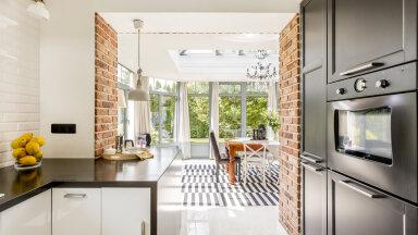 Kas jätta köök eraldi või ehitada elutoaga kokku — plussid ja miinused